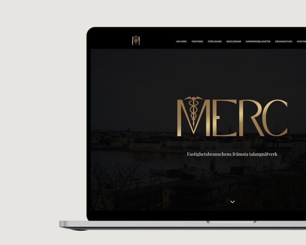 Laptop som visar MERCs hemsida